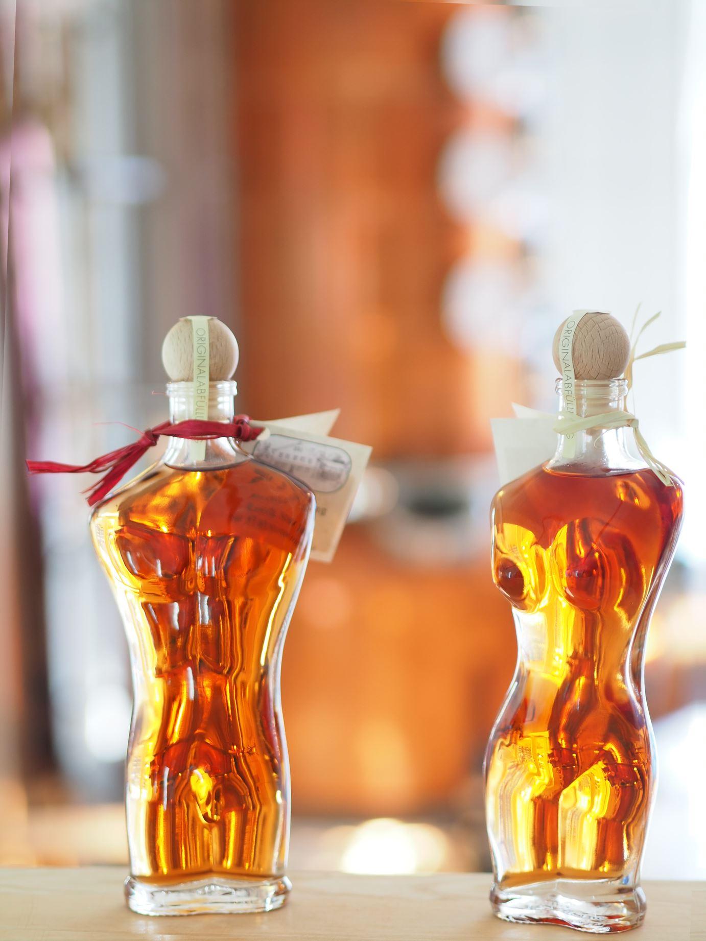 stuerhof-zwetschgenbrandy-02l-adam-eva-mit-zwetschgenwasser-zwetschgensaft